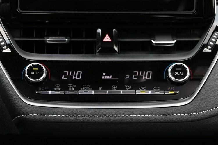 雙區恆溫空調操作簡單直覺,是最基本的配備。