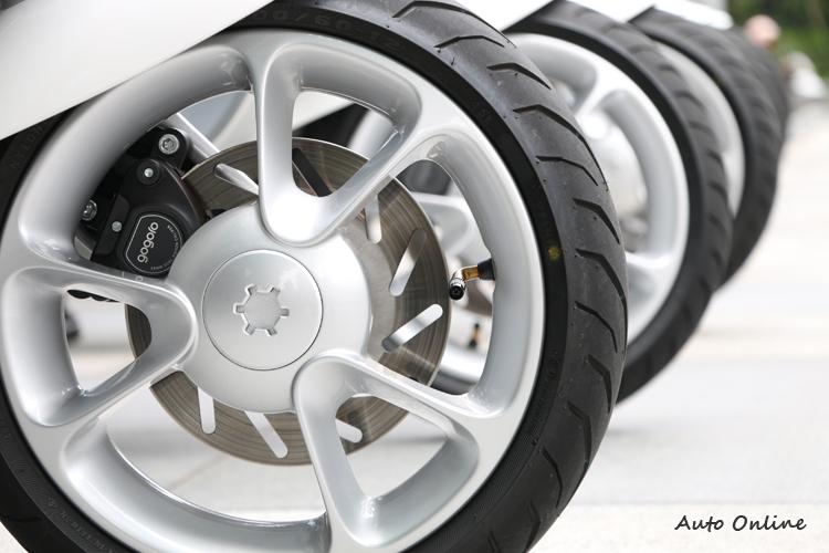 輪圈採用三塗三烤的工法,前後制動系統都採用碟式剎車。