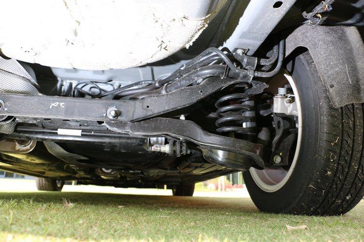 歐洲市場流行的中型掀背車後懸吊以多連桿為主流,優點在於提供舒適與穩定的駕乘感。