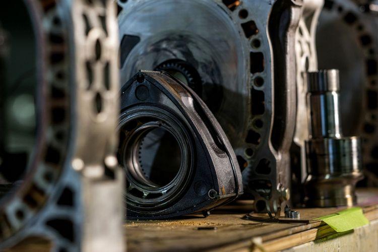 以迴轉式轉子取代活塞的概念,讓這種引擎擁有相當多的優勢,但也面臨更多需要克服的障礙瓶頸。