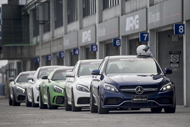 要價不斐的駕訓活動,也有不少人把它當作試駕夢想車的機會。