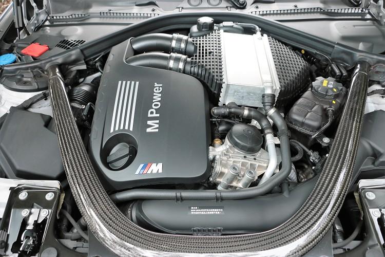 S55B30最大馬力從原本M4上431hp調整至410hp,扭力則維持相同的56kgm最大輸出。