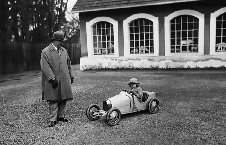 Ettore Bugatti在1926年為兒子打造一輛1/2比例的Type 35兒童車。
