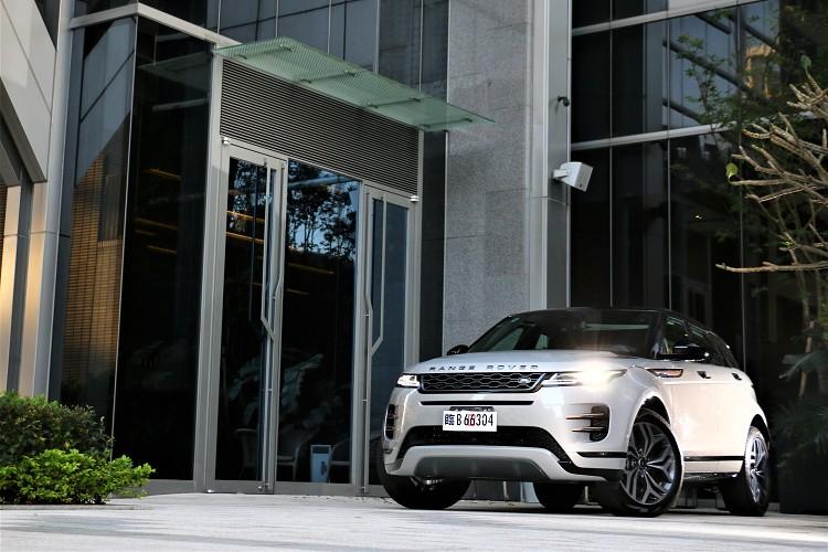 Range Rover Evoque在汽車市場上一直有它的特殊定位,是一輛有越野性能的豪華休旅車。