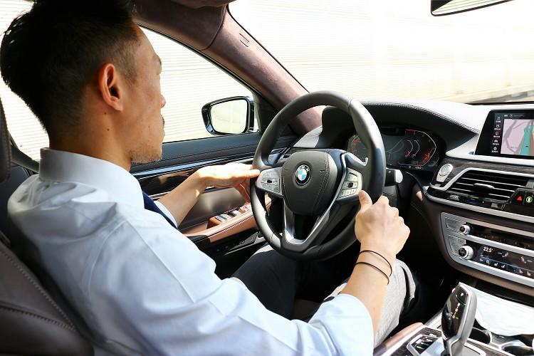 結合了奢華、豪華以及氣派的BMW 7系列是成功人士的購車首選,少數年輕有為又有獨到品味的消費者也視它為囊中之物。