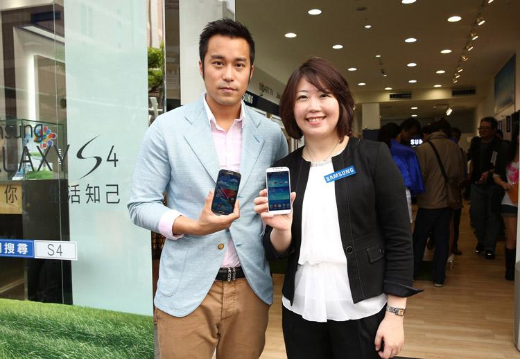 Samsung GALAXY S4 早鳥首發活動貴賓張孝全與台灣三星電子行銷部資深行銷協理余倩梅合影