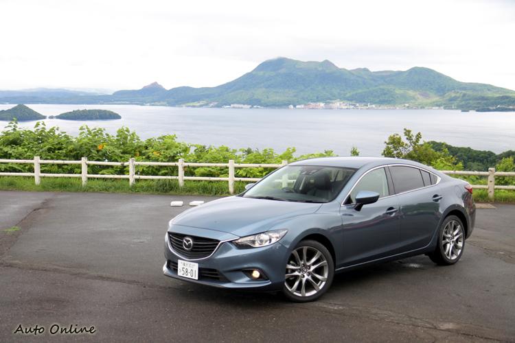 在外型上,延續2011年在日本東京車展中發表的概念車「Mazda TAKERI」的精隨,並且導入KODO魂動-SOUL of MOTION家族特色。
