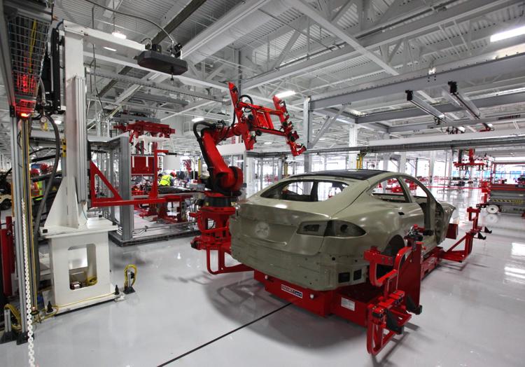 NUMMI工廠內正在生產的Model S。此工廠原本隸屬於TOYOTA與GM