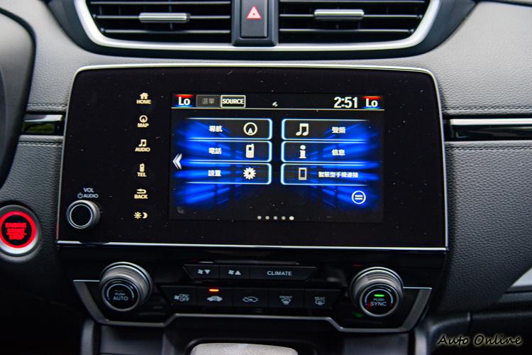 七吋螢幕影音主機,可支援Car Play與Android Auto,可惜台灣目前未開放。