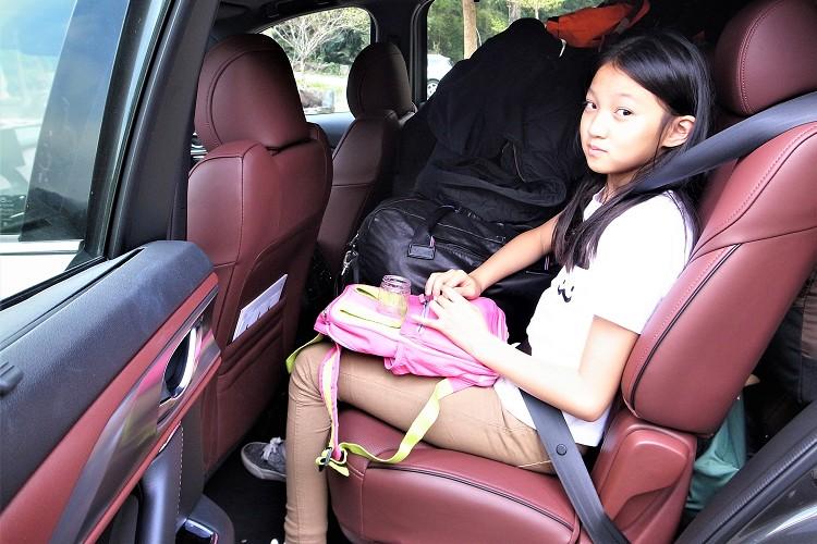 第二排座椅除了可前後移動之外,椅背的角度也能有適度調整空間,露營來回的路程小朋友上了車馬上進入夢鄉。