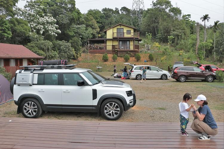 看看這輛硬派休旅車除了越野之外,家庭休閒露營活動是否也能勝任。