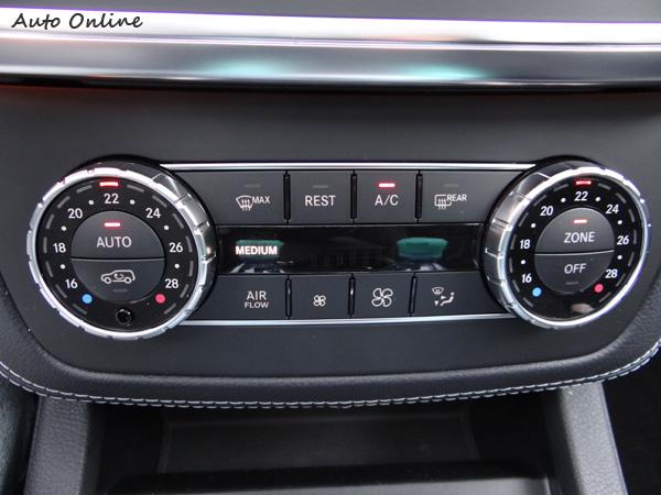 獨立恆溫空調依然採取傳統轉盤,不需進入複雜選單設定,賓士的設計哲學決不會讓車主很難適應,免學習立即上手。