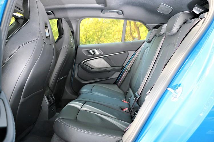 後座前後距離相較於前代車型增加近40mm,大幅提升整體後排乘客乘坐舒適性。