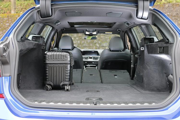 後廂空間在40/20/40分離可傾倒後座椅背全數傾倒之下,達1,510公升的行李廂容積。