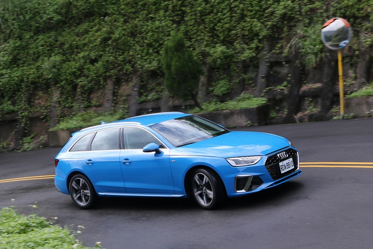 Audi A4 Avant不只美麗的外型吸引大家的注意,這次改款更加入12V輕複合動力系統和高規格主被動安全配備強化競爭力。