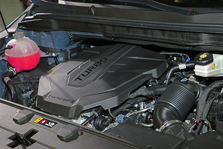 這具柴油引擎無論排氣量或動力表現都看似與前代差不多,但實際上已經改為全鋁合金製造,重量減輕近20kg,油耗測試成績也好很多。