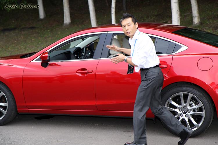 設計師為我們解說全新Mazda6車側折線的涵義,銳利的腰線確實增添不少美感。