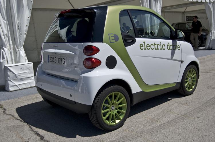 TESLA操刀所完成的SMART electric drive。