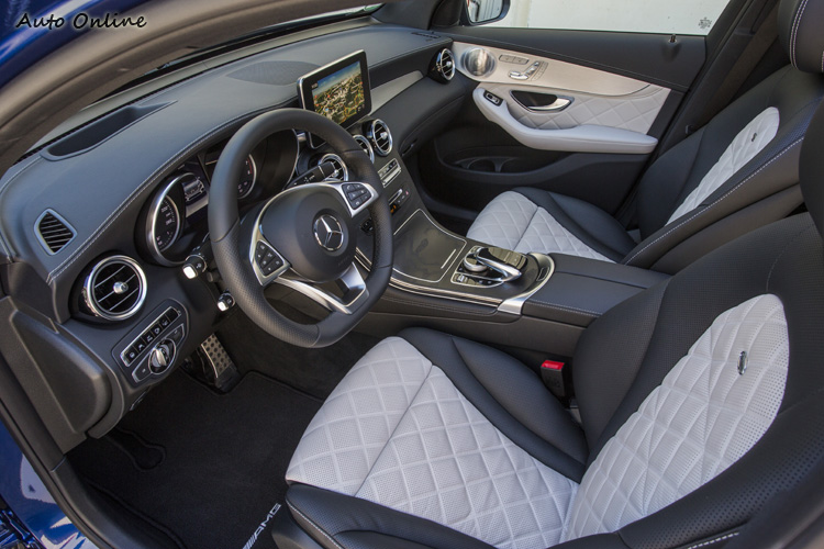 GLC Coupe標配就是進階的ARTICO皮椅,試駕車配備了更高等的Napa黑白雙色designo真皮座椅,質感與支撐性都非常棒!