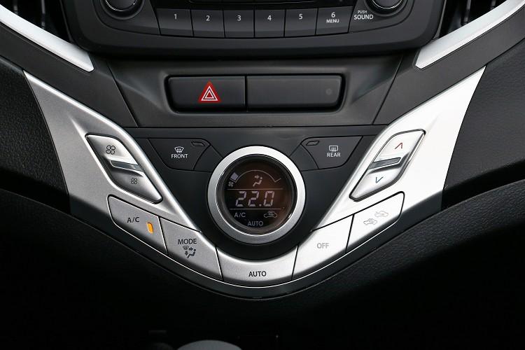 恆溫空調可增加車內舒適性,是小車上很難得的配備。