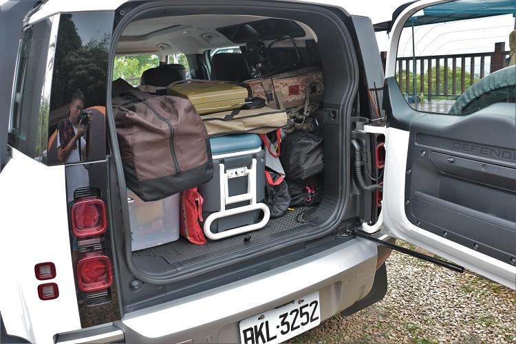 不傾倒第二排座椅就有768公升,這比起一般休旅車多了兩百公升左右。