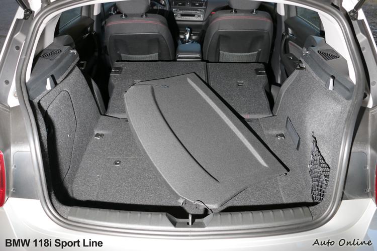 礙於車身尺寸關係,後座椅背為傾倒只有360公升容積,但椅背傾倒後置物容積瞬間增加。