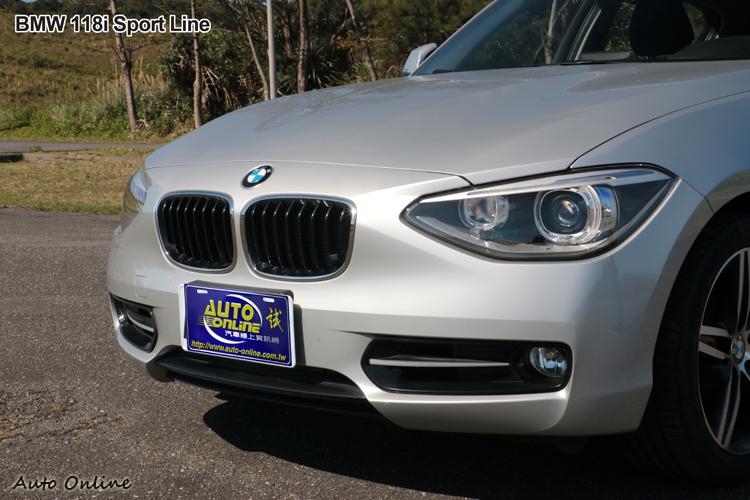 BMW 118i Sport Line外觀增加運動風格套件,車頭有最經典的雙腎形水箱護罩。