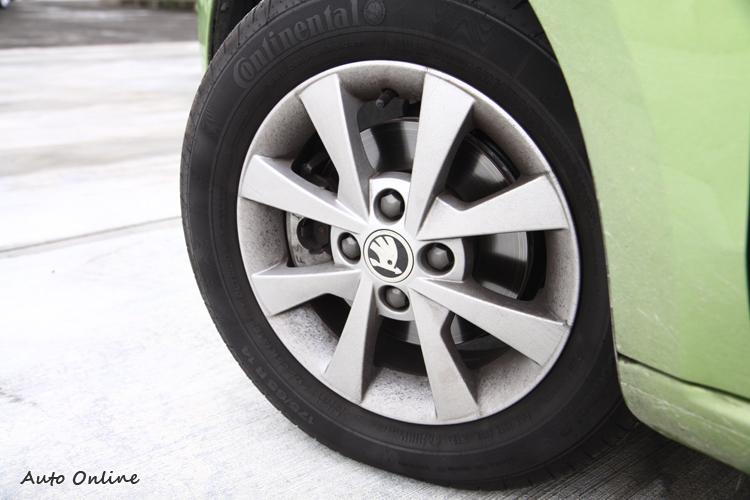 Citigo輪胎規格175/65R14,我想這應該是考量到動力的搭配。