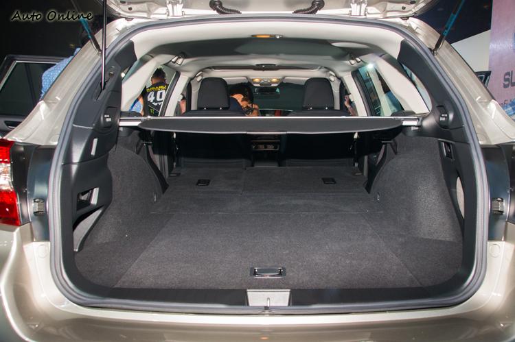 行李廂空間達559公升,空間形狀也還算平整。