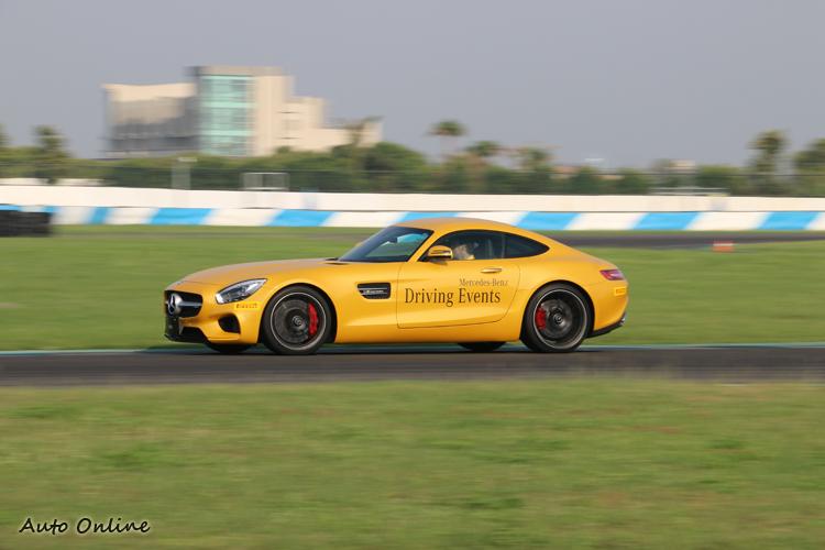 Mercedes-AMG GT S雖然不提供試駕,但也在場上奔馳展現英姿。