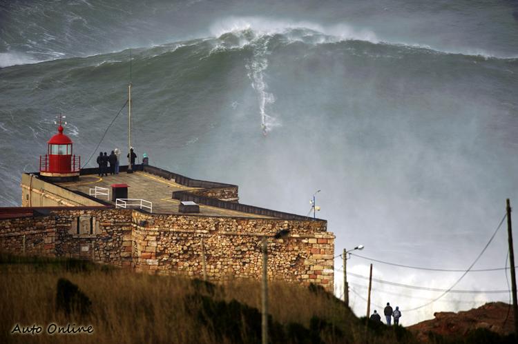 衝大浪的危險度極高,安全防護是最高規範等級。