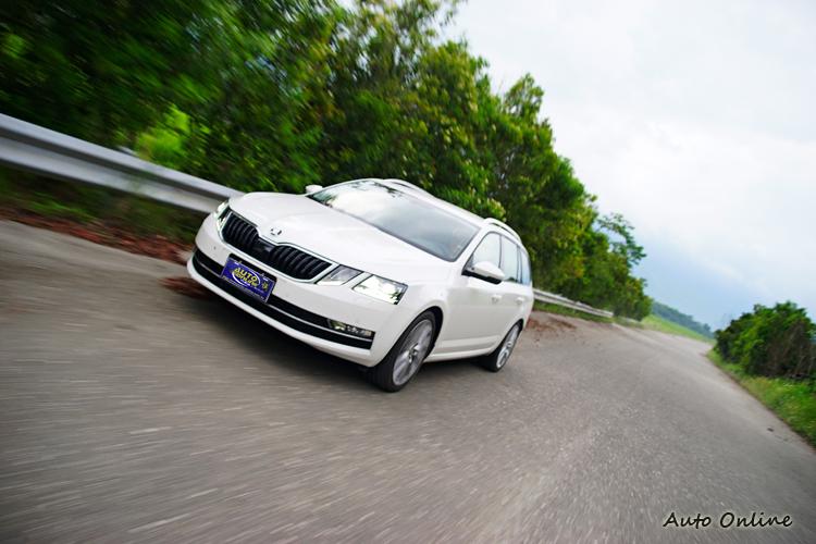 高速時的車身動態穩定度是它採四驅的主要理由。