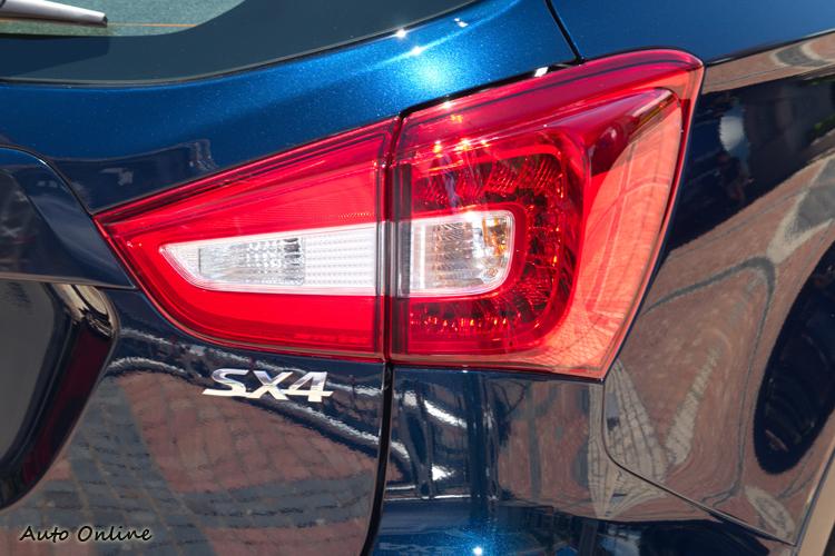 LED尾燈燈殼輪廓沒變,僅內部燈組設計調整。
