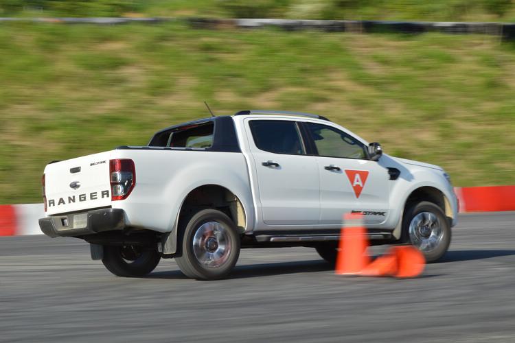 底盤調校更朝向舒適化,轉向控制車身動態的能力不因此降低。