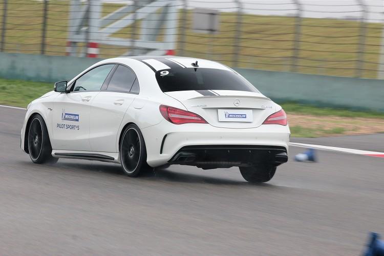 希望能在瀕臨極限時得到輪胎最大反饋,所以我把車速設定高於教練規定。