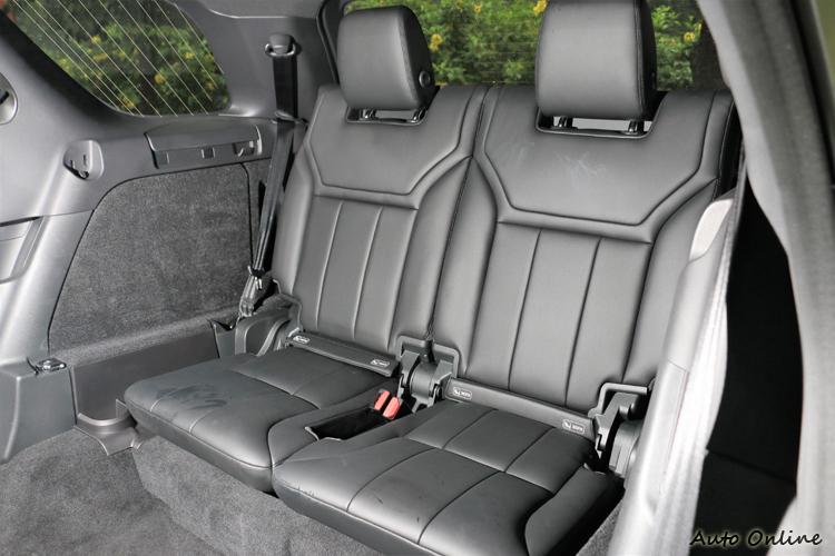 第三排腿部空間可達 851 mm,即使第三排座椅,仍能確保身高 190 公分以下的乘客享受舒適的乘坐空間。