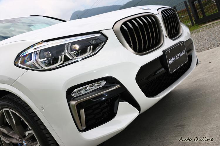 強悍的性能動力當然要配上霸氣外觀,全車搭載極具動感且熱血的M Performance專屬設計外觀。