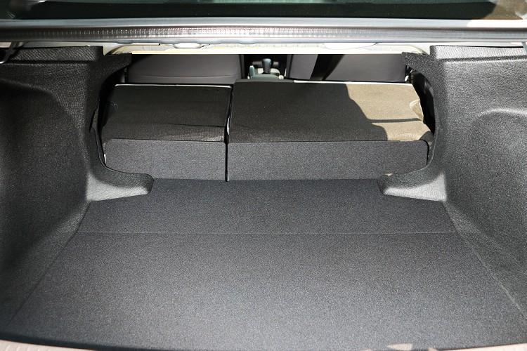 行李廂維持470公升最大容積,支援座椅6/4分離傾倒。