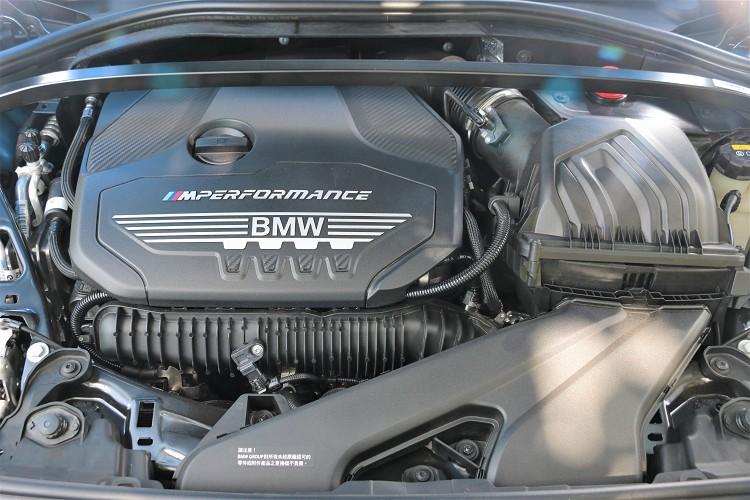 引擎蓋底下藏著一顆由M Power調校的直列四缸2.0升代號B48的渦輪增壓引擎。