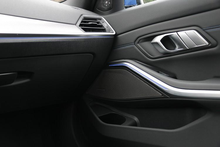車內提供6種顏色選擇的環艙氣氛燈組,可依照心情自行做切換。