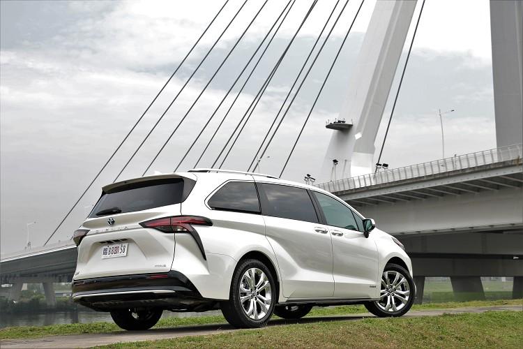 台灣所販售的Sienna車型從原有的六個車型精簡成兩個車型,分別為鉑金279萬元與旗艦222萬元兩款。
