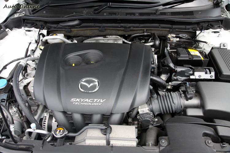 這次試駕的2.5L引擎動力,最大馬力有188hp/5700rpm以及最大扭力25.5kgm/3250rpm,透過程式優化的油門輸出訊號,可以明顯感受到油門反應靈敏。