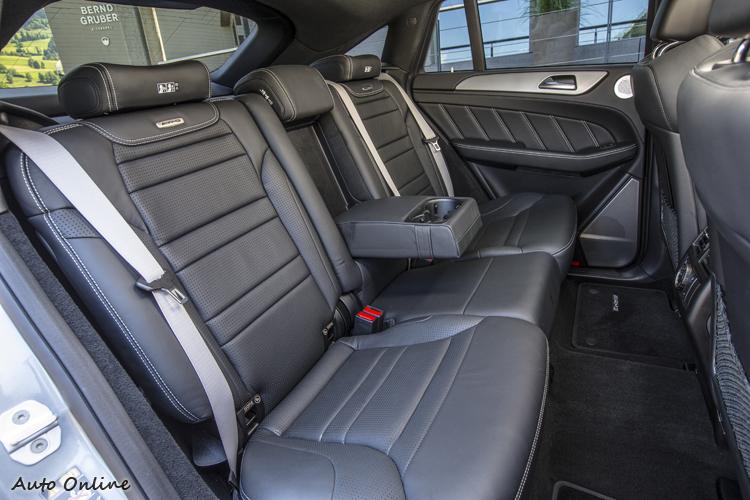 GLE Coupe的後座頭部空間的確少了一個拳頭高度,其他部分如後座恆溫空調、腿部空間等都還OK。