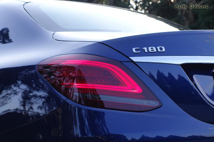 尾燈新設計的C形導光條具備極佳辨識度。