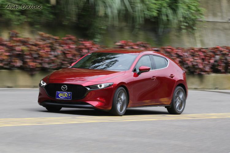 五門Mazda3透過增加侵略性希望換來更多速度感。
