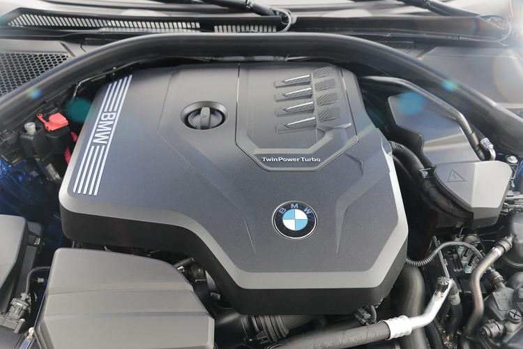 試駕車款為330i Touring,搭載一顆代號B48的四缸2.0升渦輪增壓引擎。