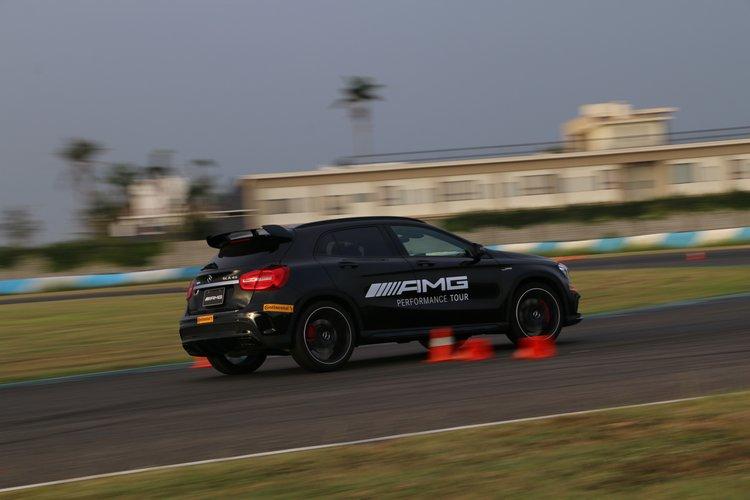以「45」家族為主的加速與繞錐體驗,讓人體驗AMG車輛的靈活與易控。