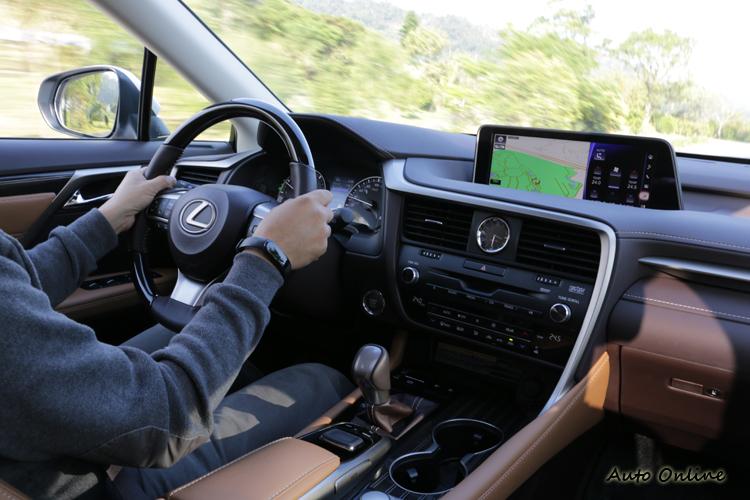 寧靜的加速過程和舒適的底盤特性,很適合這種七座休旅車的角色。
