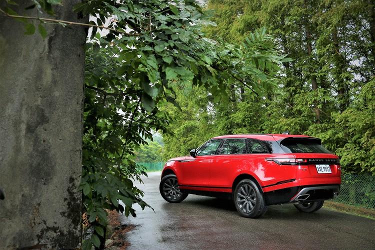 Range Rover Velar外觀跳脫品牌中其它車款設計美學,以「Less is more」極簡設計作為概念。