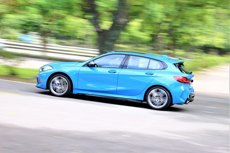 四輪驅動對於剛接觸到性能車的消費者而言多了幾分保障,能確保車尾不會過於躁進造成危險,彎中的過彎極限更高且穩定。